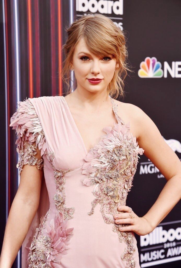 Pin by natalie on Taylor swift   Taylor swift hot, Photos ...