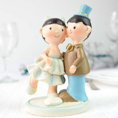 Miri veseli pe suport - figurina tort este o figurina placuta ce reprezinta foarte bine si placut personajele principale ale unei nunti. Optand pentru aceasta figurina nu veti regreta deoarece: este o modalitate originala de a exprima dragostea voastra are un design creat cu stil se potriveste cu orice tema