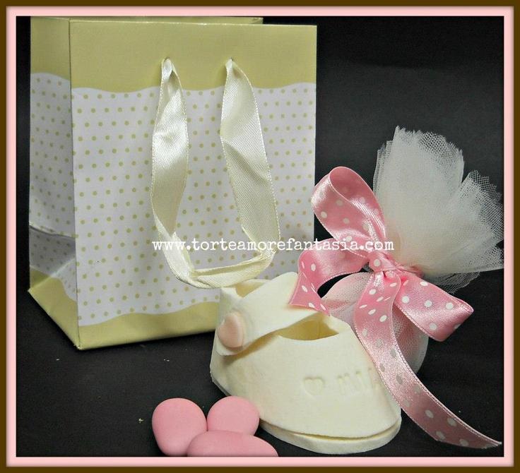 scarpine rosa in pasta di zucchero. www.torteamorefantasia.com