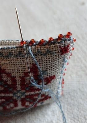 Tutorial stitching edges together with beading..