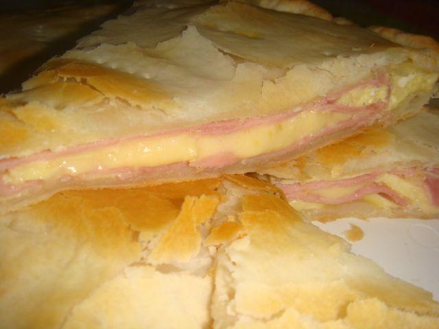 Tarta de jamon y queso.