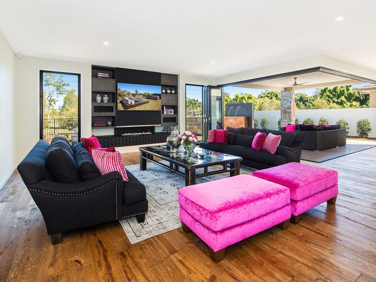 Villa on the Green - Main living area and entertaining pavilion - 2306 Vardon Lane, Sanctuary Cove, Queensland. Luxury holiday home for exclusive escapes. #holidays #luxuryhomes #holidayhomes #queenslandholiday #luxuryescapes #getaway