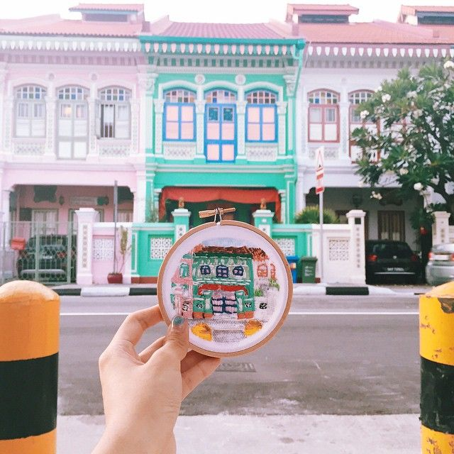 felt like such a tourist in Joo Chiat! It's such a magical place with all these preserved old shop houses and their peranakan Colors. Now I have one to bring home~~ :)