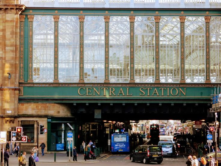 Glasgow Central Station is one of the iconic stops on this Glasgow City Centre walking tour.