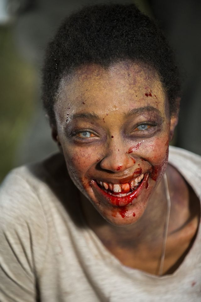 Sonequa Martin-Green shows off her biggest Walker Sasha smile while filming the Season 7 finale.(Photo: AMC)
