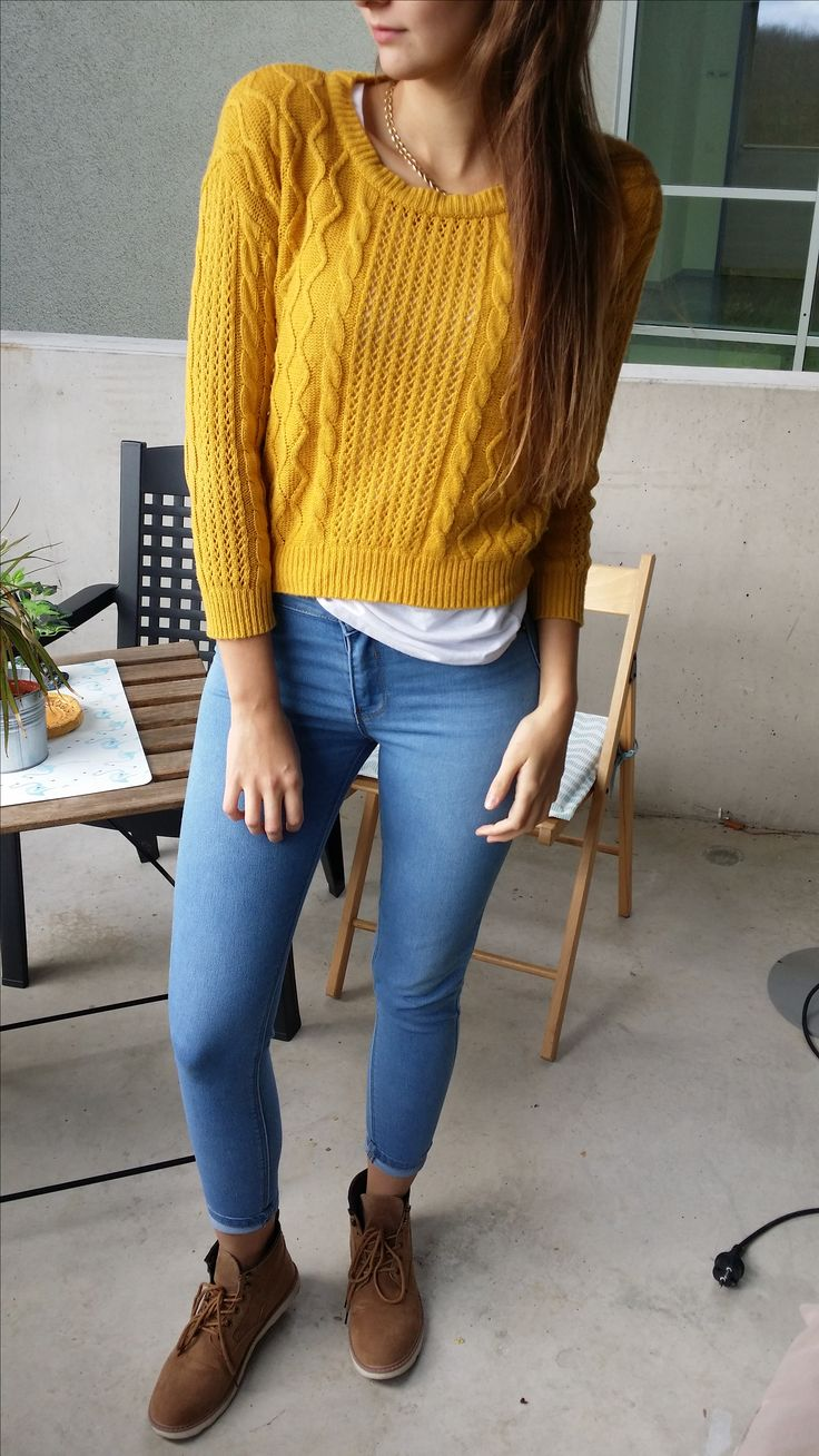 Autumn inspired outfit for young women #mustardsweater #ankleboots #brownboots #sweateroutfit #autumnoutfit
