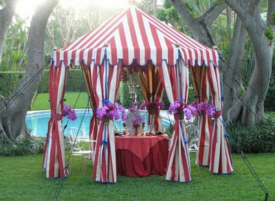 I love this tent!  Treat, Food or Drink table