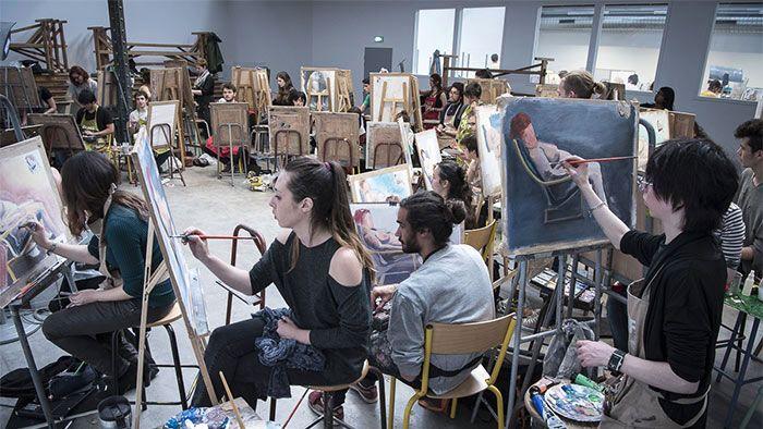La nouvelle Ecole Emile Cohl sera inaugurée jeudi 13 avril - La nouvelle école rassemble 22 ateliers de dessin et de sculpture, deux salles de conférences, un atelier de gravure / sérigraphie, un amphithéâtre équipé pour les cours d'infographie, un parc ...