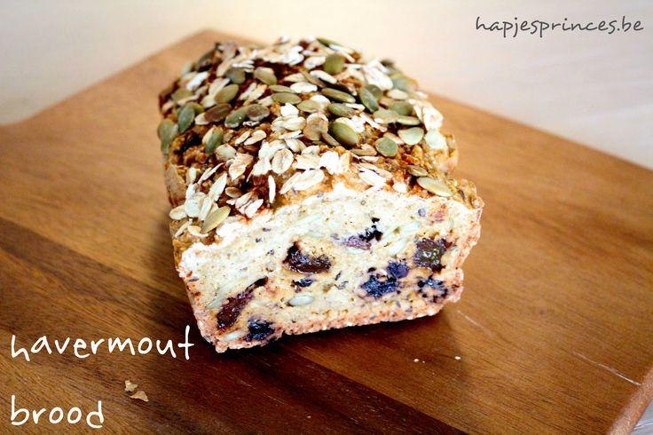 recept havermoutbrood met hazelnoten en roznijntjes. Blog met gezonde recepten. Recept. Havermoutbrood. Gezond eten. Gezonde recepten. Pure keuken.