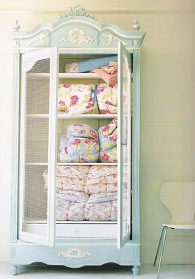 9 best Ideas For Storing Quilts images on Pinterest | Bedrooms ... : best way to store quilts - Adamdwight.com