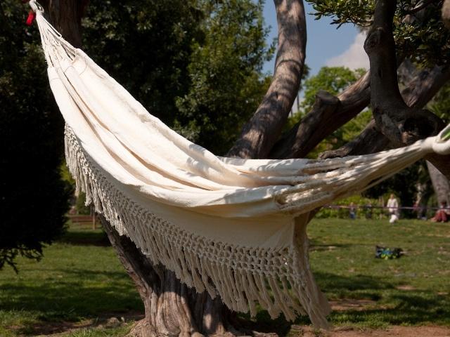 Hamaca doble con Volante Algodon Virgen sin tintas. Material: 100 % Algodon. Color: blanco