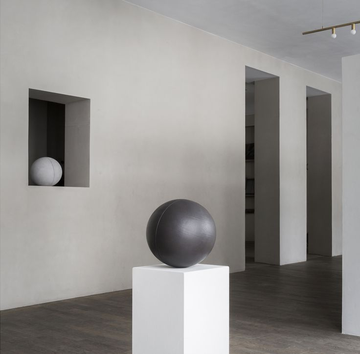Sørensen Leather spheres at CLOSE CONTACT featured in limited edition photos by Jonas Bjerre-Poulsen @normarchitects at The Kinfolk Gallery. Leather: ROYAL NUBUCK / Colour: Light Grey and SHADE / Ebony