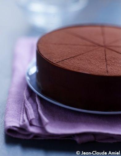 Recette Royal chocolat par Christophe Felder : Pour le craquant :écrasezles gavottes grossièrement avec un rouleau à patisserie. Faites fondre le chocola...