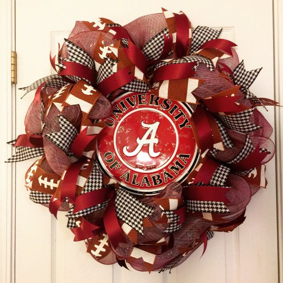 Alabama Wreath, University of Alabama Wreath, Crimson Tide Wreath, Roll Tide Wreath, Alabama Decor, Univerisity of Alabama Football Wreath Show off your school pride with this beautiful University of Alabama deco mesh wreath! Roll Tide!! The base of this wreath is a white deco mesh under a crimson deco mesh. Three alternating ribbons are distributed throughout the wreath-a houndstooth, a crimson ribbon, and a football ribbon. The center is a retro embossed metal circular University of…