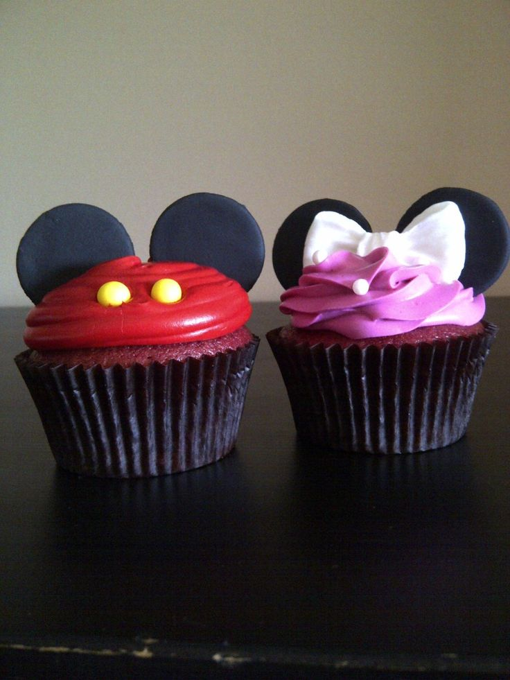 Mickey and Minnie cupcakes  love this as a baby shower theme if I'm ever blessed with twins!