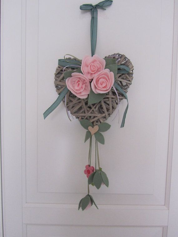 Wicker heart with ornaments in pannolenci
