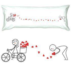 FEBRERO almohada1 blanco, almohada2 roja, cojin deco largo, cortinas con corazones en orillado