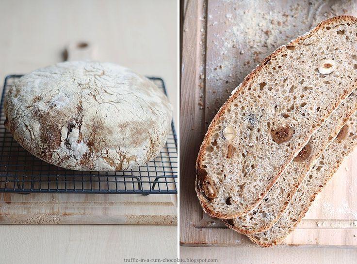 Trufla: Chleb na pszennym zakwasie z figami, orzechami laskowymi i ziarnami anyżku.