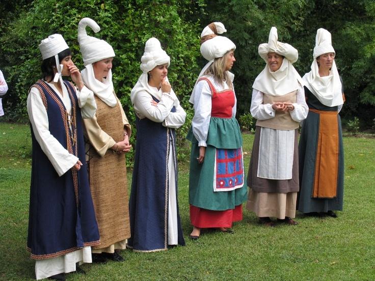 Feria textil (2009) - Desfile de tocados medievales