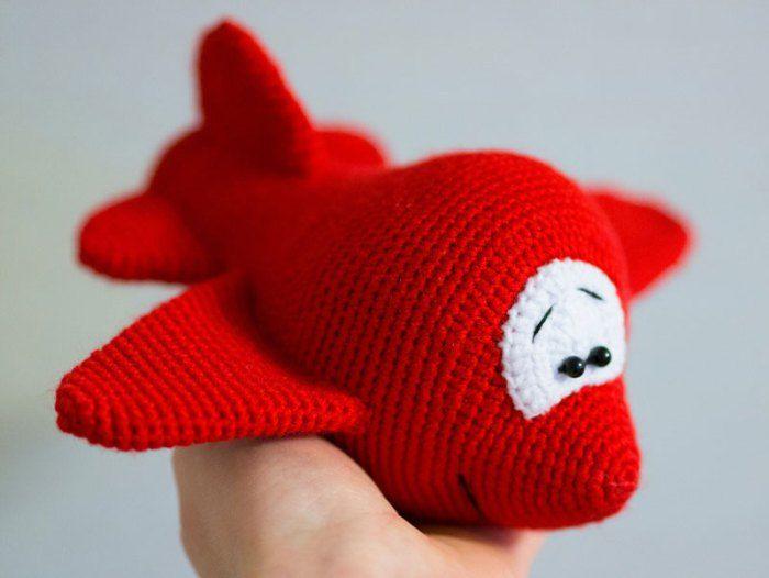 Cartoon airplane - FREE crochet pattern