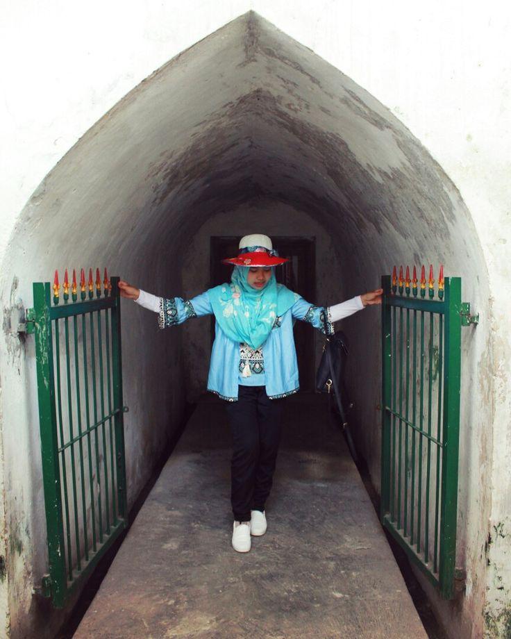 Keluarlah, berpetualanglah, nikmati keindahan dunia yang fana ini. 7 Februari 2017, Taman Sari Water Castle, Yogyakarta  #ryn #tamansari #tamansariwatercastle #tamansarijogja #naturephotography #explorejogja #dolanjogja #jogja #jogjaku #yogya #yogyakarta #wonderfulworld #wonderfulworldplace #pesonaindonesia #wonderfulindonesia #jogjaistimewa #indonesiaku #indonesiaindah #hijab #hijabtraveller #travelphotography #traveller