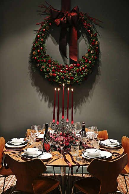 2014 Royal Copenhagen Christmas Seal Tables - Dancer Thomas Evers Poulsen's round table set with Black Fluted Mega porcelain - Royal Copenhagen via Atticmag