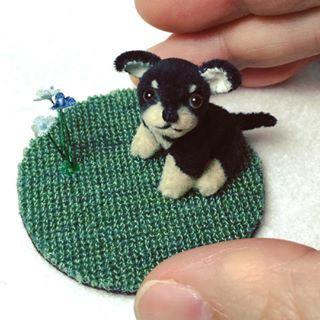 小さなチワワ。 体長約3cm、しっぽ約1cm。 首・四肢・しっぽ可動。ミニチュアファー。 2016年8月制作。 #マーガレットベア #MARGARETBEAR #テディベア #TeddyBear #ぬいぐるみ #stuffedanimal #犬 #dog #puppy #chihuahua #kawaii #animal