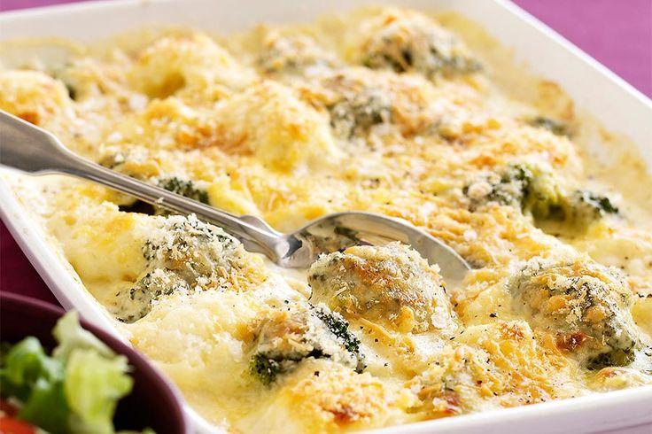 Recette de gratin de poulet et brocolis au Thermomix TM31 ou TM5. Réalisez ce plat principal en mode étape par étape comme sur votre Thermomix !