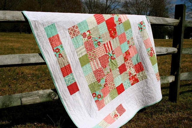 "The Happy Weekender Quilt is a super easy quilt that can be completed in a weekend {or two}. It is a great beginner quilt and is the ""oh my goodness I need a gift super fast"" quilt."