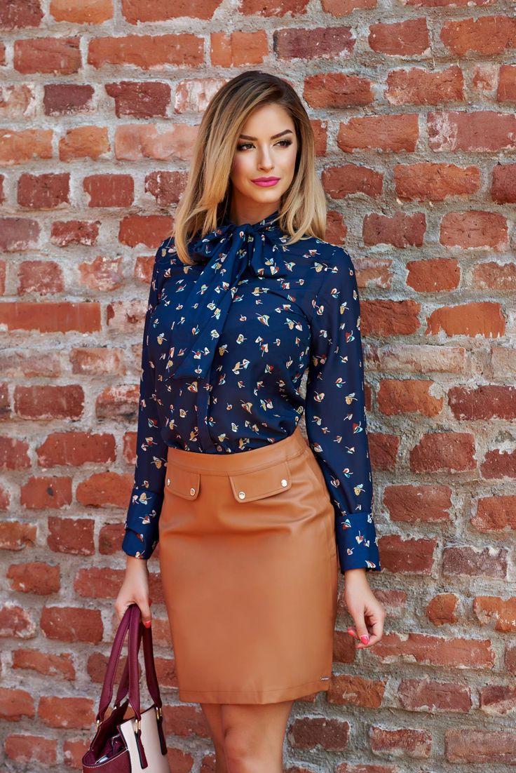 Camasa PrettyGirl Autumn Colors DarkBlue. Camasa cu imprimeu perfecta pentru toamna. Fii eleganta, alege sa combini camasile cu imprimeu cu piese basic, in culori simple.