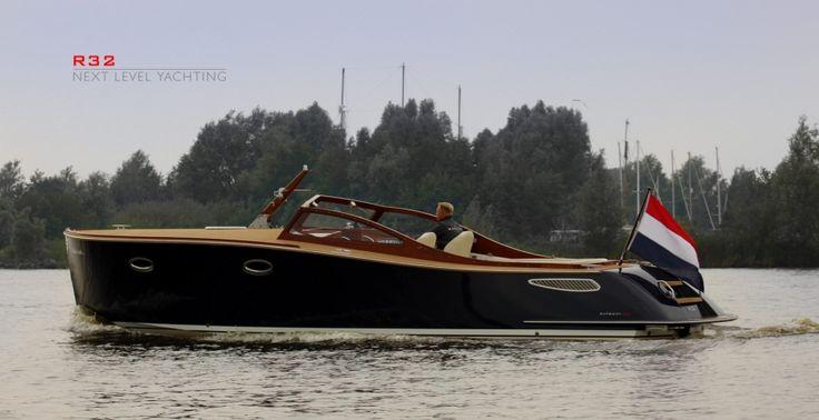 Rapsody R 32 / Новые моторные яхты / Яхты Rapsody Yachts / Каталог яхт