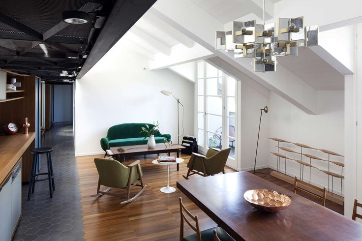 The Moscova house is a volume with rectangular plan, placed on the fifth and top floor of a nineteenth century building, situated in a street corridor connec...