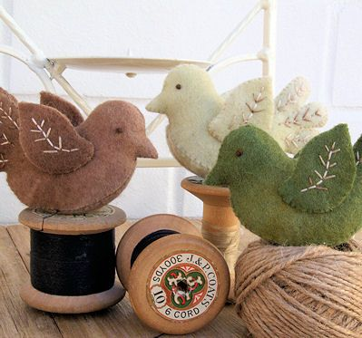 Pattern - Little Felt Birdies - at Stitching Cow.... @Sheri | Pork Cracklins Matz these might be easier for brit's mobile:)
