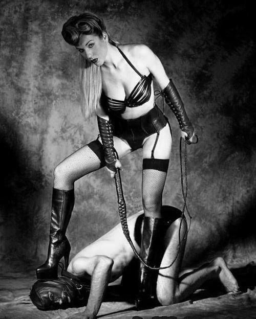 Kinky Fetish In The Dark Submission