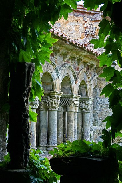 Claustro de la Colegiata de Santa Juliana. Santillana de Mar. Cantabria. Spain