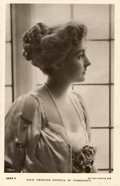 Another terrific blog entry on Edwardian hairstyling, this one from the American Duchess and focused on 1912. More to come, too!