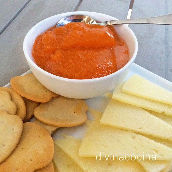 Esta receta de mermelada de zanahoria es algo diferente a la de las mermeladas tradicionales, y con un toque de naranja que le aporta mucho sabor frutal.