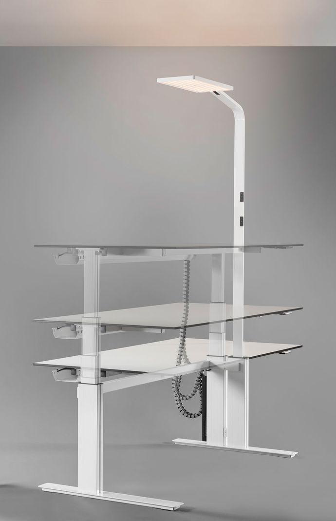 Новинка 2016 года!  Инновация!  LIGHT4IT - динамичный рабочий стол для работы стоя-сидя с освещением рабочего места и окружающей среды.  Стол LIGHT4IT не только предлагает пользователю максимальную функциональность, но экономит Ваше время и затраты.