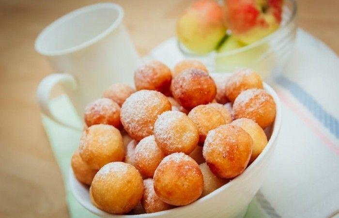 Пончики из творога http://mirpovara.ru/recept/3084-ponchiki-iz-tvoroga.html  Пончики из творога - превосходное лакомство, вкусное совершенно в любом виде и с разной начинкой. По...  Ингредиенты:  • Творог - 250г. • Яйцо - 2шт. • Сахар - 4ст. л. • Мука - 1ст. • Сода - 1/2ч. л. • Сок лимонный - 1ч. л. • Масло растительное - для жарки • Соль - щепотка • Сахарная пудра - по вкусу  Смотреть пошаговый рецепт с фото, на странице:  http://mirpovara.ru/recept/3084-ponchiki-iz-tvoroga.html
