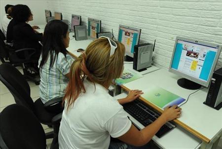 Salvadoreños en el extranjero pueden terminar su bachillerato en linea.