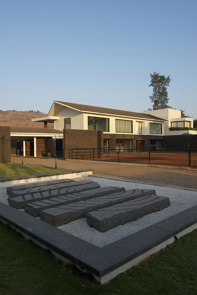 PA House by Atelier dnD in Khandala, India