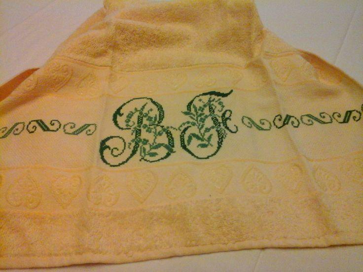 Asciugamano ricamato a punto croce