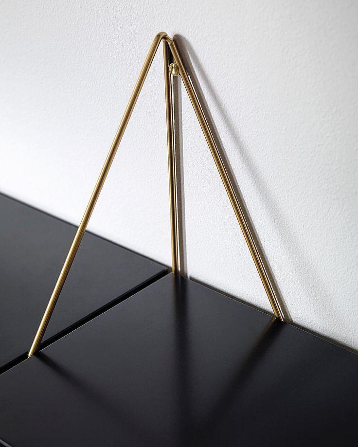 Brass brackets together with the black shelf✨ How would you match your Pythagoras? #mazeinterior #pythagoras #bracketsystem #brackets #shelf #thenewagency #interior #inredningstips #inredning #design #minimalism #scandinaviandesign #madeinsweden