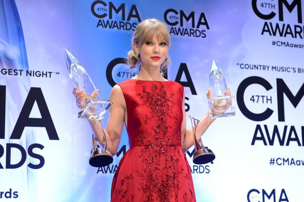 Musical Event of the Year and Pinnacle Award winner Taylor Swift poses in the press room during the 47th Annual CMA Awards at the Bridgestone Arena on November 6, 2013 in Nashville, Tennessee. #Taylor