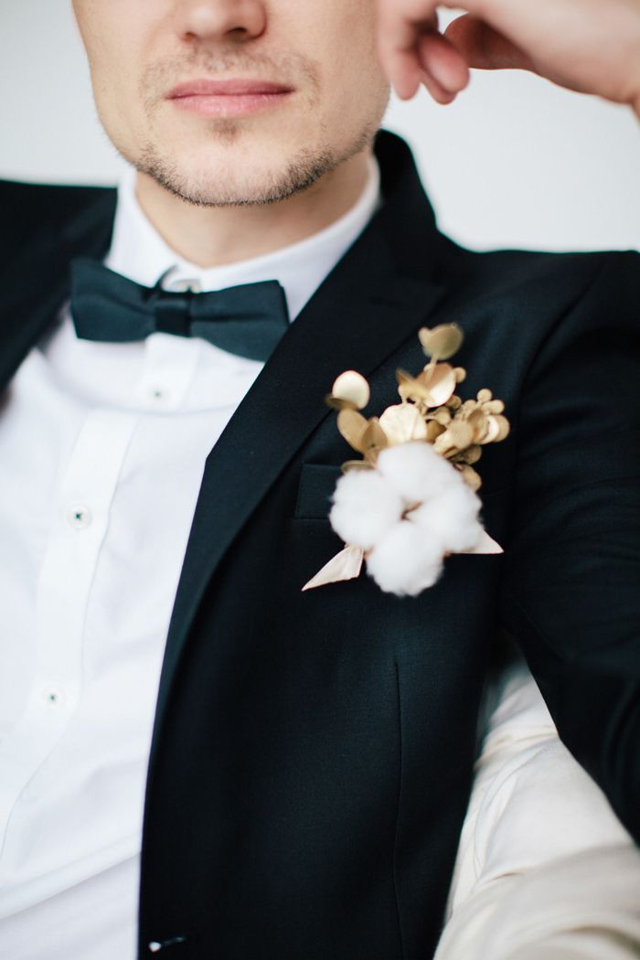 Gold boutonnieres with cotton perfect for New Year's Eve Wedding | fabmood.com