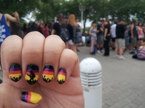 Crowd Concert Nails!