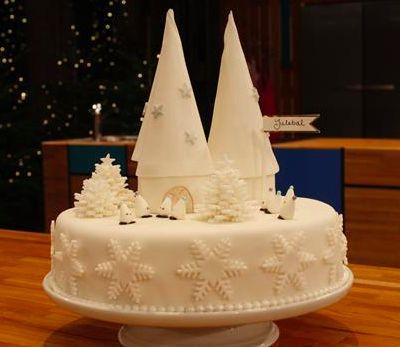 """I 2013 vandt jeg Den store Bagedyst på DR1. Senere på året var jeg så heldig også at vinde titlen som årets amatør jule-bager, da Den store Julebagedyst 2013 løb over skærmen. Denne kage var """"krone..."""