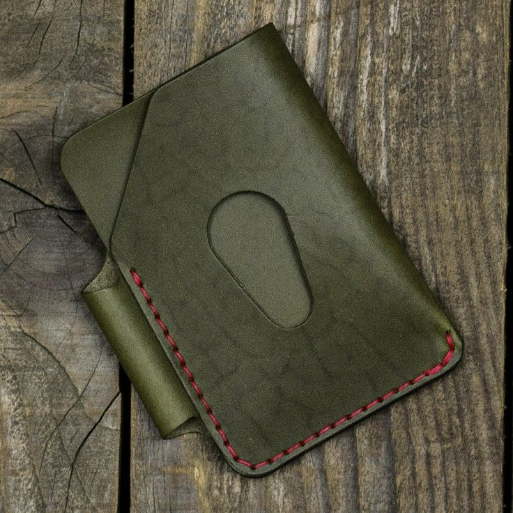 Red on olive it sure looks interesting. But those natural markings though! #leather #kron #leathercraft #leathergoods #handcrafted #accessories #edc