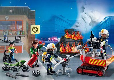 Calendrier de l`Avent Brigade de pompiers de Playmobil Réf : 5495 moins cher en ligne. Age : 4 ans  Comparez son prix chez 5 vendeurs en ligne .