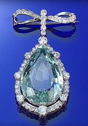 AQUAMARINE AND DIAMOND BROOCH, CIRCA 1900